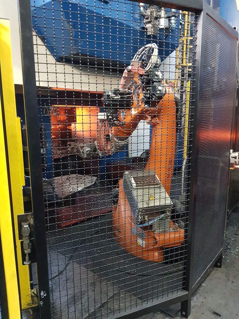 Automatisierung eines Schmiedehammers und einer Abgratpresse, Materialhandling Warmumformung