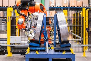 Mit KUKA Robotern automatisiertes Coilhandling